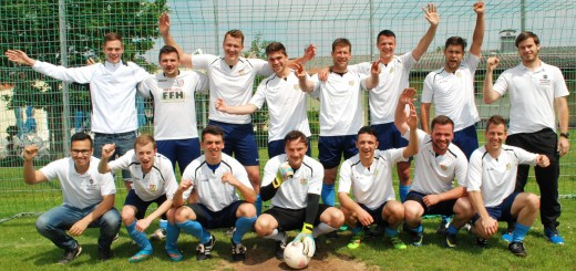 Das ist die erste Mannschaft der SG Mosbach-Radheim vor ihrem letzten Pflichtspiel am vergangenen Sonntag, das souverän mit 4:2 gegen Münster II gewonnen wurde. Jetzt dür-fen sie sogar direkt in die A-Liga Dieburg ohne Relegationsspiele aufsteigen.